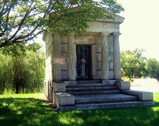 Rosehill Cemetery: Tomb of Chalres Dawes (vice-president)