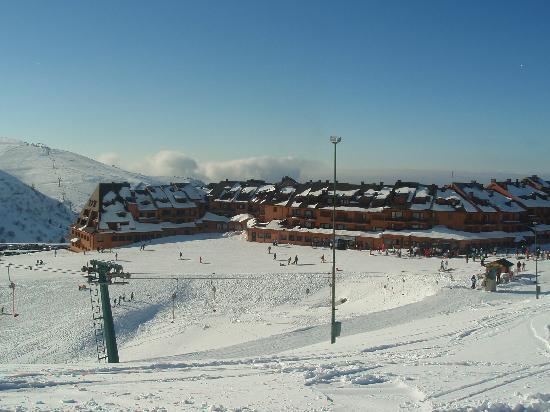 Montecampione, Italie: Le Baite vista dalla pista da sci baby