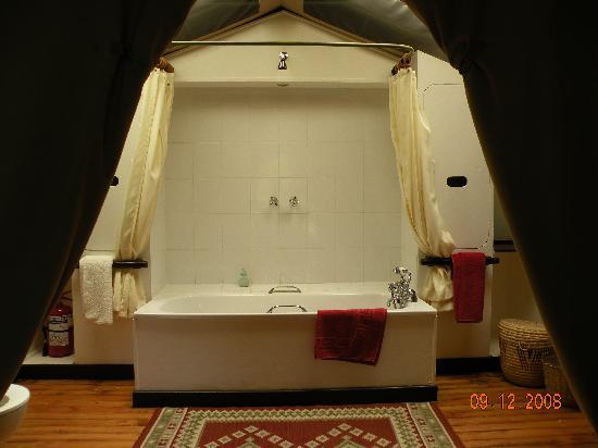 Sekenani Camp: salle de bain dans la tente