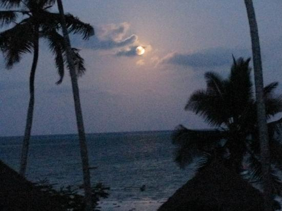 Blu Marlin Village: la luna che sorge vista dalla ns stanza