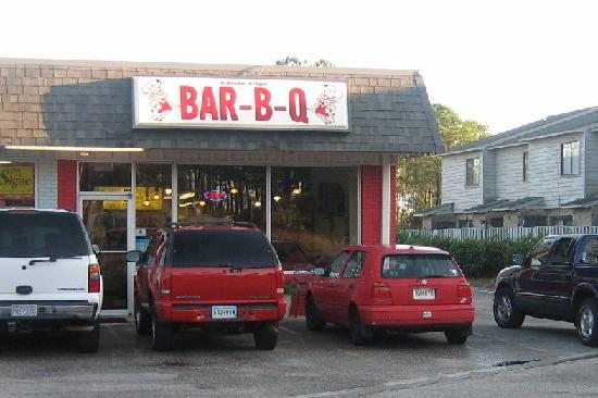 Little Pigs Bar-B-Q: In a strip malll on the highway