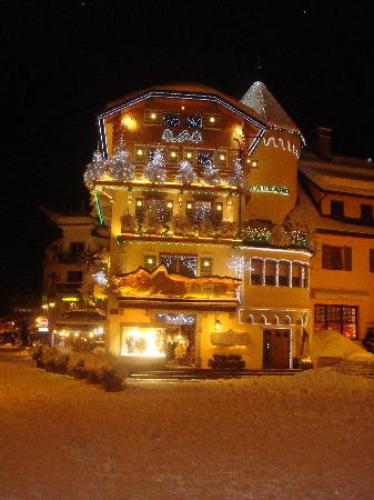 Le Rond Point d'Arbois : Megeve at night