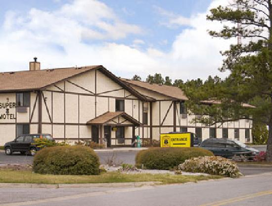 Super 8 Waycross GA: Hotel outside