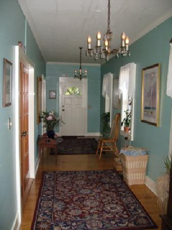 Jasmine House: entry way to two downstair rooms and honeymoon suite