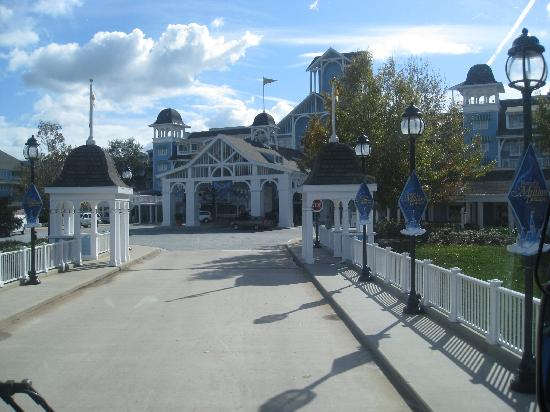 Disney's Beach Club Resort: Coming up on the front entrance to the Beach Club