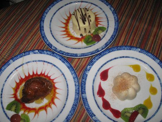 Crown Paradise Club Cancun : desserts from Los Gallos