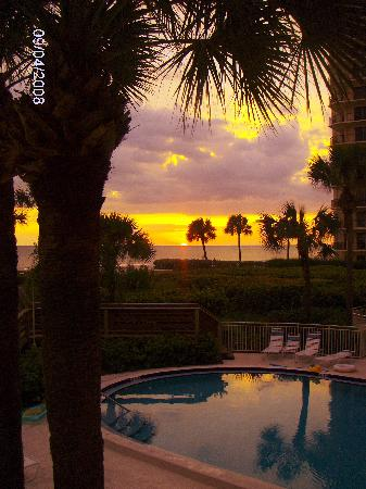 Veranda Beach Club: Typical Sunset @ Veranda Beach Longboat Key