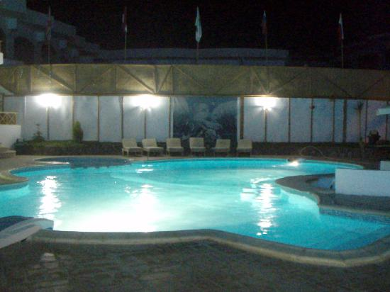 Red Sea Relax Resort: Pool are at night time