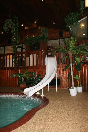 Sybaris Northbrook: Chalet Slide