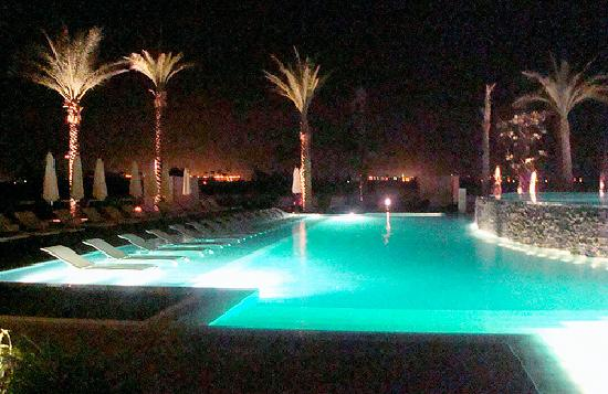 Hilton Luxor Resort & Spa: Pool at night