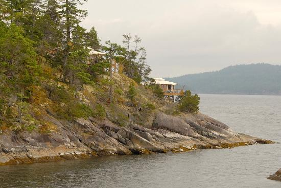 Rockwater Secret Cove Resort: View of Tenthouse Suites from main grounds