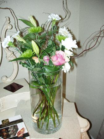 Treherne House & The Malvern Retreat: A Lovely Arrangement in our room