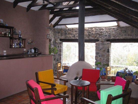 Pozo del Cielo: Sitting area in restuarant/bar