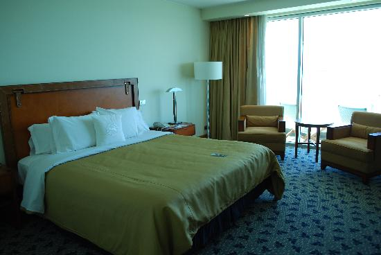 Sheraton Miramar Hotel & Convention Center: Hotel Double Room King Bed