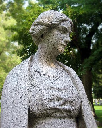 Bohemian National Cemetery: Statue Detail