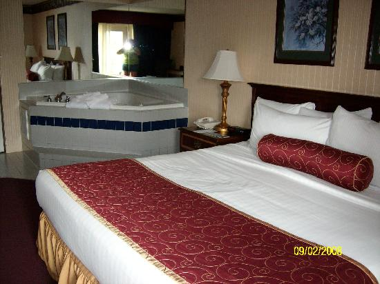 Music Road Resort Hotel : King room with in room jacuzzi