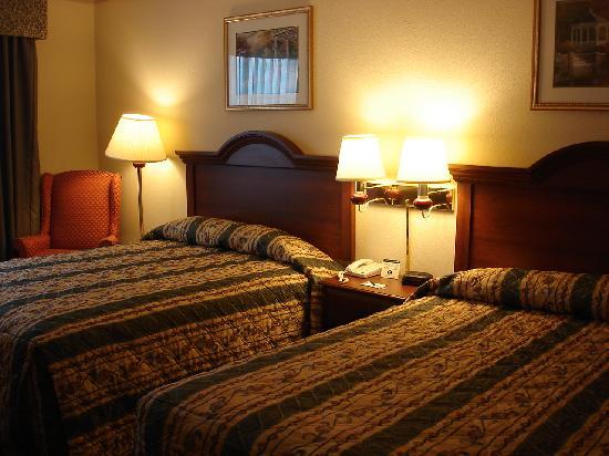 Centerstone Inn & Suites Mechanicsburg: Bedroom