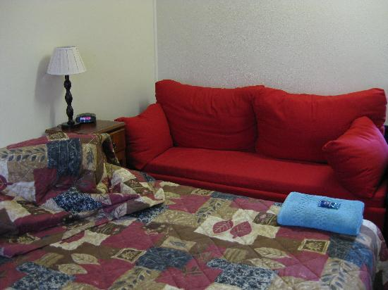 Southern Right Motor Inn: Somewhat tatty looking sofa