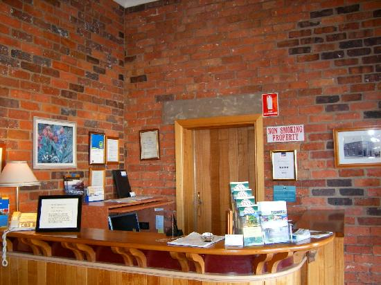 The Old Bakery Inn: Front desk