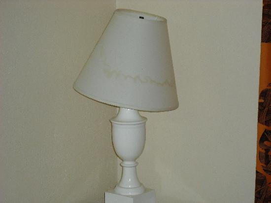 Sand Castles Resort: Mildew Lampshade