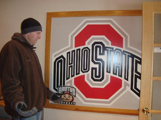The Mangy Moose Bed & Breakfast: Chris cannot believe they are Buckeye Fans!