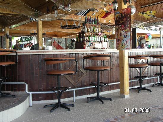 Oykun Hotel: Le bar