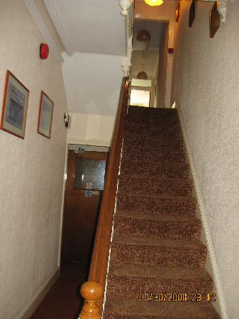 Elnor Guest House: The stairway is near the lounge at the front.  The dining hall is visible from here.