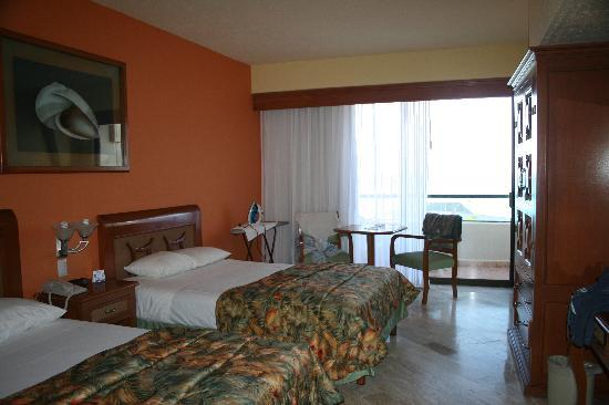 Crown Paradise Club Cancun : chambre 1141