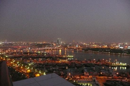 Hilton Dubai Creek : The view at night