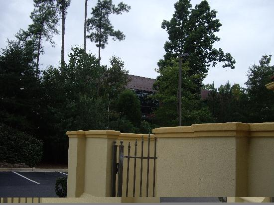 La Quinta Inn & Suites Raleigh Cary: The grounds