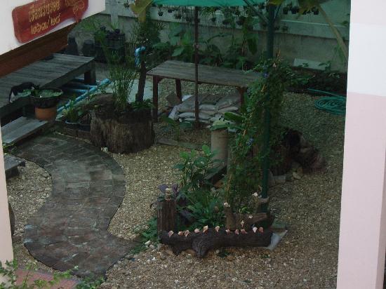 رونجاران دي شاليه: Garden at rear of Rungaran de Challet