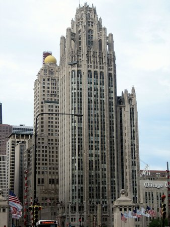 ‪Tribune Tower‬