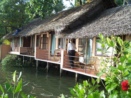 Kadalkkara Lake Resort : beach hut