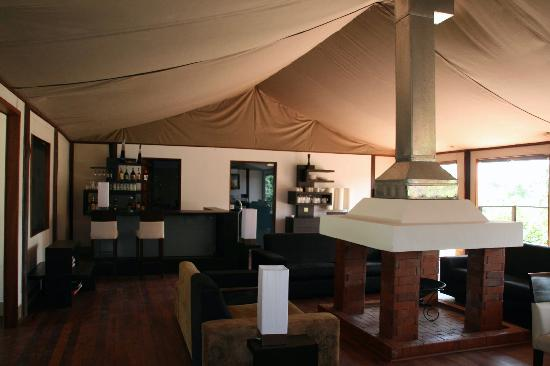 Ngerende Island Lodge: The lodge bar
