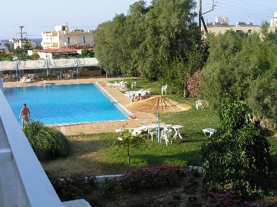 Lambi Hotel: Garden with pool