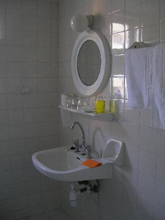Lambi Hotel: Bathroom