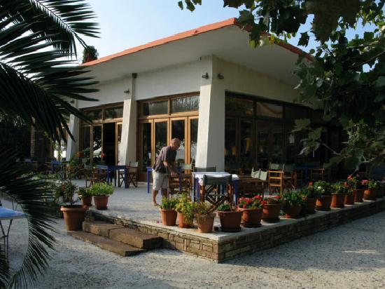 Hotel Votsala: Breakfast room & Bar