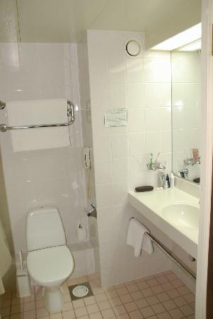 Ashgabat, Turkmenistan: Bathroom