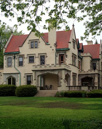 Oak Park, IL : Palatial Stone Mansion