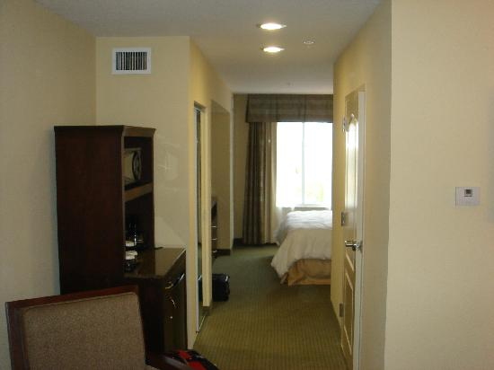Hilton Garden Inn Lakeland: facing out to window