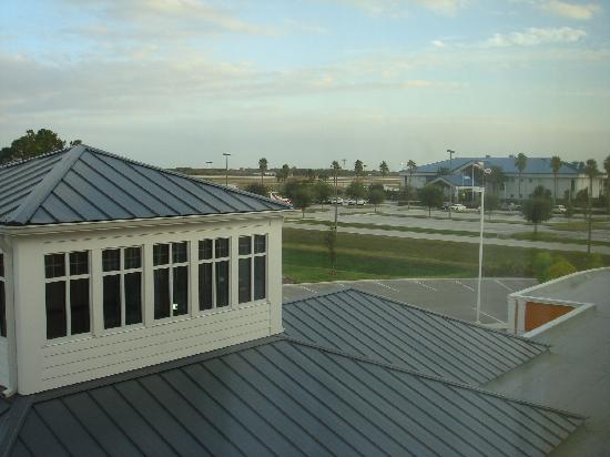 Hilton Garden Inn Lakeland: airport from room