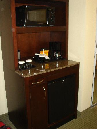 Hilton Garden Inn Lakeland : coffeemaker, refrigerator, microwave