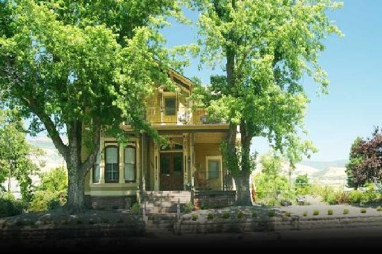 Ashland's Main Street Inn: Front view