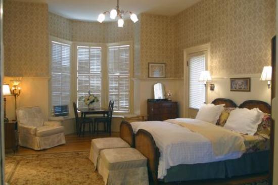 Ashland's Main Street Inn: Mirabella suite master