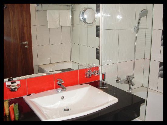 Silenzio Hotel: sale de bain
