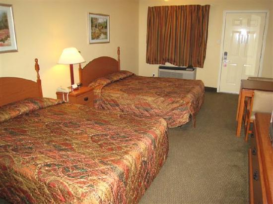 """Days Inn Abbeville: Abbeville """"Exectuive Inn"""" - okay room"""