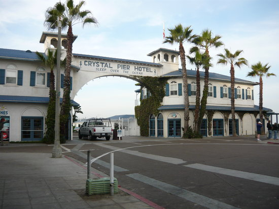 Crystal Pier Hotel & Cottages: Hotel Entrance