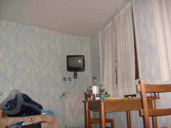 Hotel Peyresourde: Le Peyresourde, chambre 1 suite