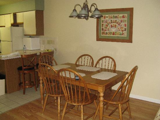 Peppertree at Tamarack HOA: Kitchen Table
