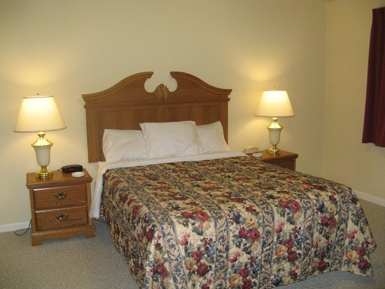 Peppertree at Tamarack HOA: Master Bedroom